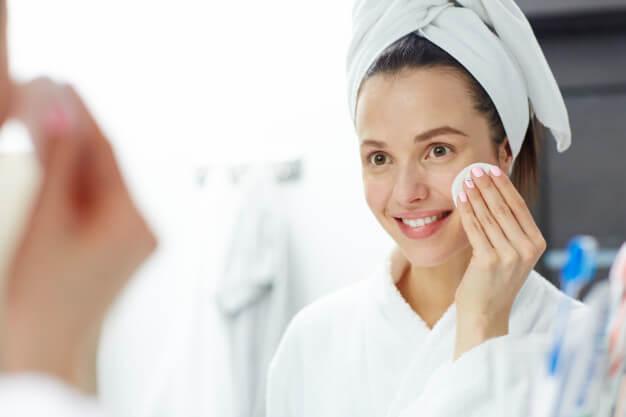 removing makeup 1098 15316