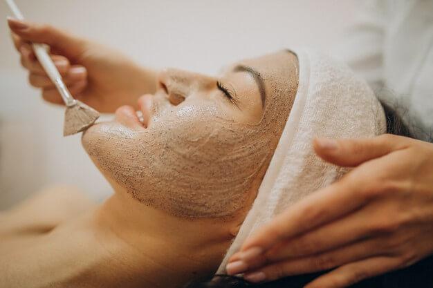 woman visiting cosmetologist making rejuvenation procedures 1303 26055