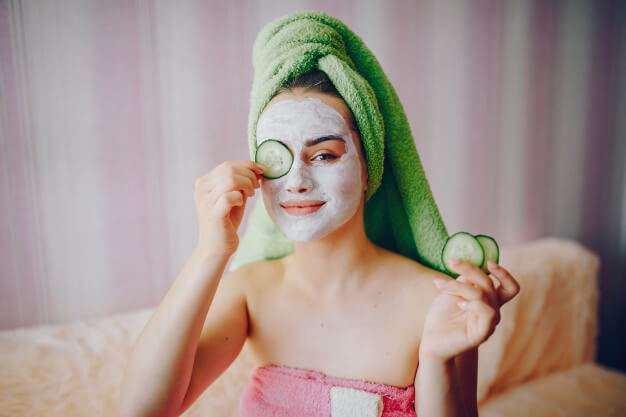 girl with face mask 1157 15432
